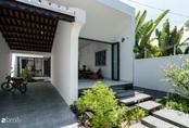 Ngôi nhà nhỏ được thiết kế theo phong cách nhà cổ Hội An đẹp bình yên dưới bóng cây xanh