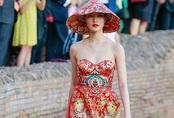 Showbiz Việt: Áo dài không quần và những hình ảnh phản cảm