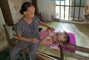 Người đàn bà bệnh tật 30 năm chật vật nuôi chồng, con bị bệnh não úng thủy