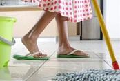 Chổi lau nhà ẩm mốc, bẩn thỉu, hãy giúp nó trở lại sạch như khi mới mua bằng mẹo nhỏ dễ ợt này