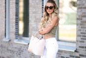 """Không phải cứ jeans trắng là giúp nâng tầm style, bạn chọn dáng quần này thì mọi nhược điểm đôi chân sẽ bị """"tố"""" sạch"""