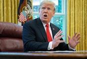 Tổng thống Trump được đưa xuống hầm trú ẩn khi hàng trăm người đứng ở cổng Nhà Trắng biểu tình