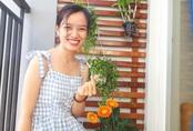 """Ban công hướng tây phủ kín hoa sử quân tử đẹp rực rỡ nhờ """"chiêu"""" chăm sóc đơn giản của mẹ trẻ ở Sài Gòn"""