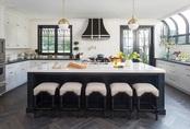 """Kiến trúc sư bày cách sử dụng gam màu trắng và 5 kiểu kết hợp """"đình đám"""" cho không gian bếp của các gia đình"""