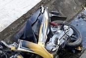 Hai người tử vong khi xe máy lao xuống mương