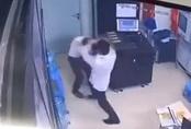 Hà Nội: Nữ bảo vệ chung cư cao cấp bị nam thanh niên say rượu hành hung