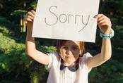 Dạy trẻ xin lỗi bằng hành động