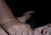 5 năm đòi công lý của cô gái Anh bị chuốc thuốc mê, cưỡng hiếp và quay lén
