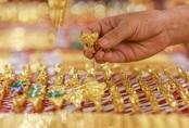 Giá vàng vượt 62 triệu đồng/lượng vào chiều nay, người dân lũ lượt xếp hàng để bán