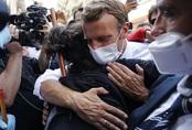 Không chỉ nổi tiếng dịu dàng với vợ hơn tuổi, Tổng thống Pháp mới đây còn được ca ngợi bởi hành động tuyệt vời này