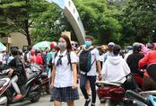 TP.HCM: Đề văn dễ thở, nhưng thí sinh gặp nhiều khó khăn khi ôn thi tốt nghiệp tại nhà