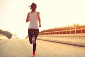"""Chạy bộ rất tốt để giảm cân và rèn luyện sức khỏe nhưng nếu chị em thực hiện trong 3 """"khung giờ vàng"""" này thì hiệu quả sẽ còn tăng lên gấp bội"""