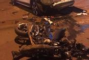 Tông vào xe con đang đậu, 2 thanh niên tử vong tại chỗ