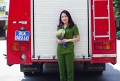 Nhan sắc xinh đẹp của nữ thủ khoa ĐH Phòng cháy Chữa cháy được kết nạp Đảng trên giảng đường