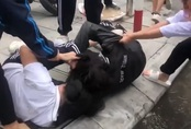 3 nữ sinh lớp 10 bị đình chỉ học vì đánh nhau trước cổng trường