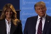Đệ nhất Phu nhân Tổng thống Mỹ mỉm cười tươi tắn sau bài phát biểu lợi thế của ông Trump