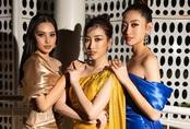 """3 nàng Hậu Mỹ Linh - Tiểu Vy - Thùy Linh diện váy xẻ """"thót tim"""", khoe nhan sắc đỉnh cao trong một khuôn hình"""