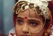 Cha mẹ lợi dụng phong tỏa, ép con gái lấy chồng, tảo hôn