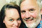 Cặp đôi sốc khi thấy con trai nuôi bệnh tật và suy dinh dưỡng nặng, bác sĩ bảo không có hy vọng nhưng 4 năm sau ai cũng ngỡ ngàng