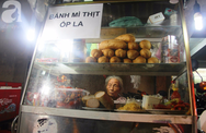"""Có 8 con nhưng vẫn neo đơn, cụ bà 88 tuổi """"ôm"""" xe bánh mì, ngủ lề đường giữa Sài Gòn hoa lệ"""