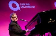 """Elton John nhập viện vì nhiễm """"virus siêu hiếm có khả năng gây chết người"""""""