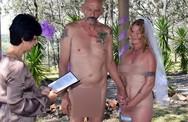 Cô dâu chú rể khỏa thân trong lễ cưới