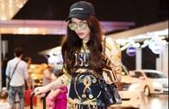 Hoa hậu Kỳ Duyên 'phủ' hàng hiệu ra sân bay