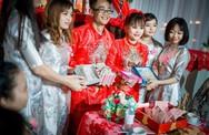Cô dâu chú rể được hội bạn thân mừng cưới 100% bằng tiền lẻ 1k, 2k, đêm tân hôm đếm rụng tay mà không hết