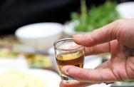 Thực khách suýt mất mạng vì hai chén rượu cồn pha nước giếng