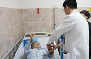 Khối u trong tủy sống cụ ông 72 tuổi