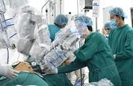 Robot phẫu thuật cho người đàn ông mắc hai loại ung thư