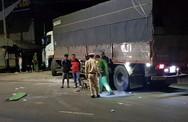 Người đàn ông tông vào đuôi xe tải tử vong
