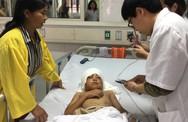 Người mẹ từ chối điều trị bệnh mơ phép màu đến với cậu con trai 12 tuổi bị chó cắn mất tai, lóc da đầu