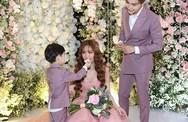 Chồng trẻ của Thu Thủy chăm sóc con riêng trong hôn lễ