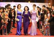 Chị em Mai Thu Huyền sành điệu nhất trên thảm đỏ LHP Quốc tế Hà Nội