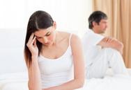 Vợ quỳ khóc trước cổng tòa cầu xin tôi rút đơn ly hôn