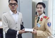 """Hà Nội: Nữ CSGT trả lại Iphone 6 """"đập hộp"""" cho người đánh rơi"""