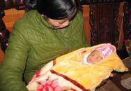 Bé trai sơ sinh nặng 4 kg bị bỏ rơi