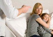 Mỗi lần con ốm, chồng lại đánh chửi vợ