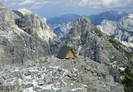"""Ngắm """"khách sạn"""" lạ kỳ miễn phí trên đỉnh núi hơn 2.500 m"""
