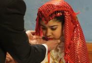 Bé gái 11 tuổi bị chính cha ruột mình cưỡng ép kết hôn