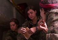 Xót thương nữ chiến binh xinh đẹp tự sát để khỏi rơi vào tay IS