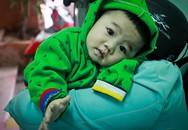 Bé trai kháu khỉnh 7 tháng tuổi bị mẹ bỏ rơi