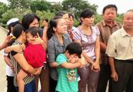 Con trai khóc ngất đón thi thể cha hy sinh ở nhà giàn DK1