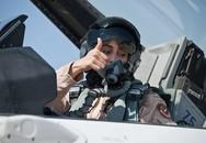 Cảm phục nữ phi công đầu tiên của UAE tham gia không kích phiến quân Hồi giáo IS tại Syria