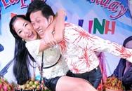 Hoài Linh suýt té nhào trong tiệc sinh nhật