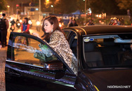 Hoàng Thùy Linh tươi tắn đi diễn bằng xe sang