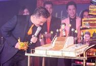 Mr Đàm tiết lộ người tặng bánh sinh nhật dát 100 chỉ vàng