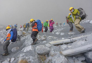 Thảm họa núi lửa Nhật Bản phun trào làm hàng trăm người mắc kẹt