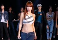 Hà Anh eo thon làm đạo diễn catwalk
